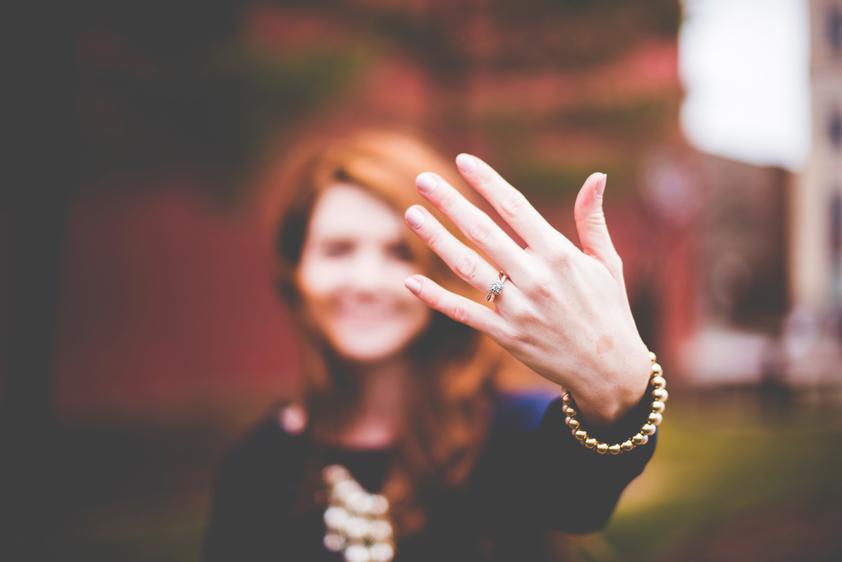 De Beers-Diamond-engagement-ring-buy